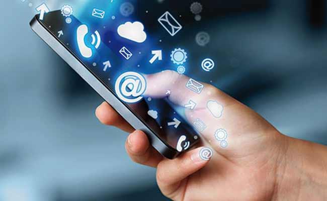 Les Maghrébins se connectent plus sur leurs mobiles