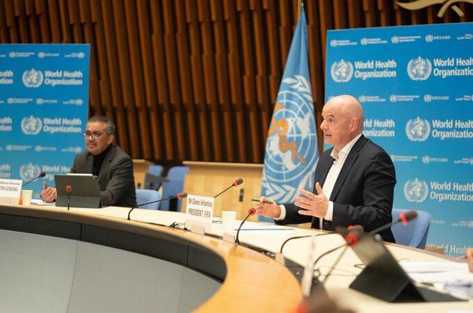 Covid-19: L'OMS et la FIFA s'allient pour un accès équitable aux vaccins