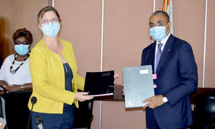 La Côte d'Ivoireobtient un crédit d'appui budgétaire d'urgence Covid-19 de 253 millions d'euros