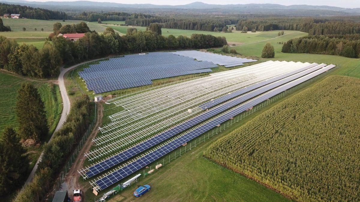 IRENA: La transition énergétique mondiale doit tenir compte des implications sociales