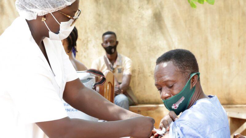 Covid-19: Plus de 4 milliards de doses de vaccins administrées dans le monde