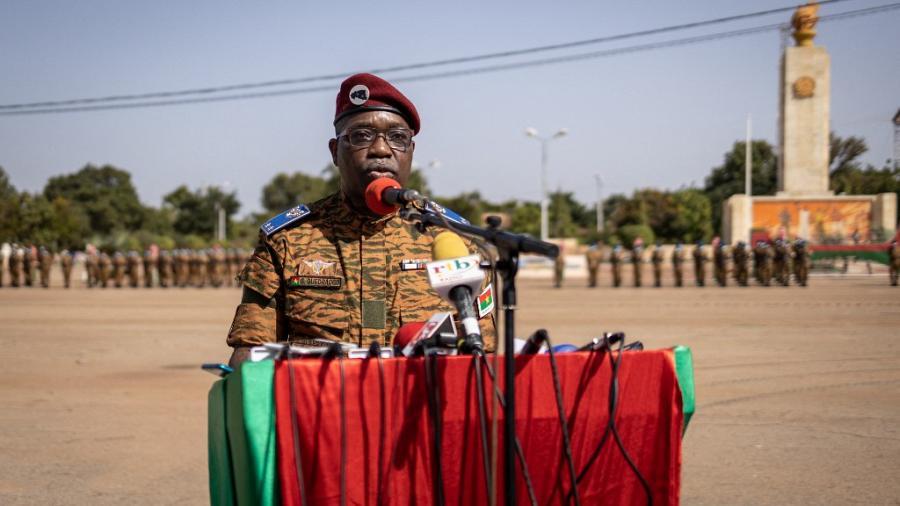 Le général Gilbert Ouédraogo prend le commandement des forces armées nationales du Burkina